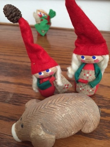 Merry Pig and Elves